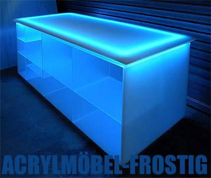 pin ein glasregal beleuchtet mit led licht sorgt f r eine besondere on pinterest. Black Bedroom Furniture Sets. Home Design Ideas